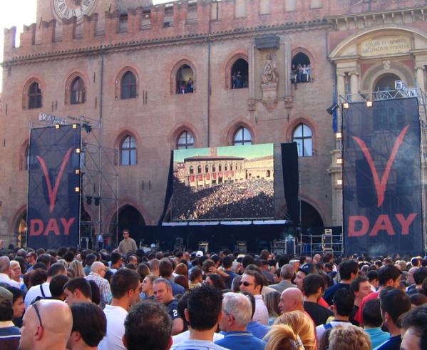 immagine del v-day a bologna nel 2007 organizzato dal m5s