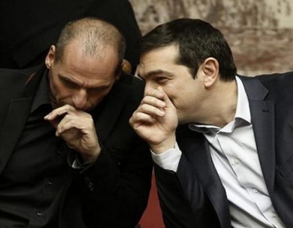 parlottano nella immagine tsipras e varoufakis