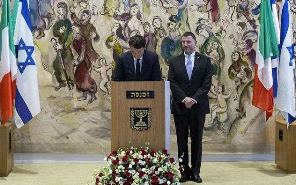 renzi che parla al parlamento israeliano
