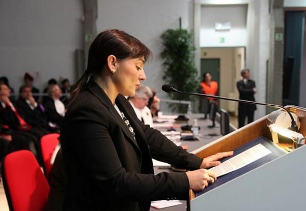 presidente friuli venezia giulia al microfono