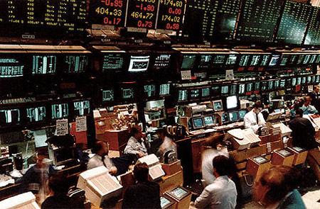 forex, immagine di schermi e persone in un Borsa anni '80