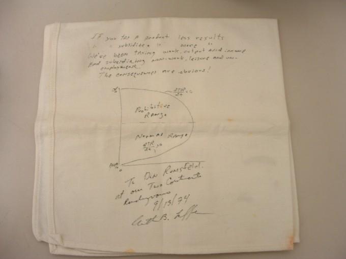 tasse in italia, schizzo di un grafico sul tovagliolo di Laffer