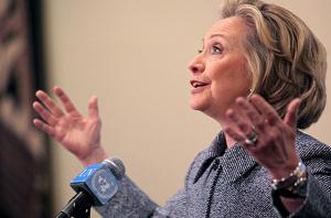 Cosa � scritto nelle mail ricevute da Hillary Clinton dopo l�aggressione a Berlusconi