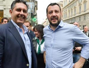 in piazza in camicia celeste il segretario della lega salvini e il presidente della liguria toti