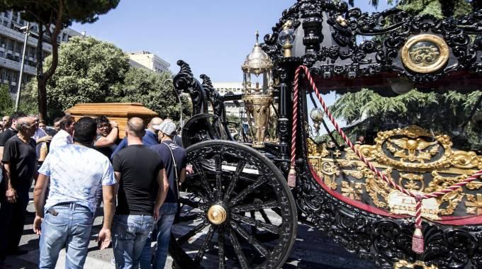 casamonica, la carrozza dei funerali di Vittorio