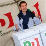 primarie roma, ignazio marino in foto mentre vota a primarie pd