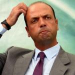 alfano, mafia, corleone, il ministro dell'interno alfano con giacca e cravatta e una mano sul capo