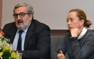 VIDEO Meloni contestata a Bari: Emiliano si scusa e scatta la polemica a sinistra