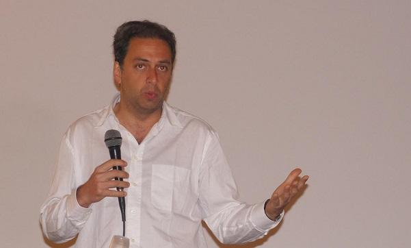 laura ravetto, single, dario ginefra. il deputato del pd in camicia bianca durante un suo intervento ad un incontro con i giovani democratici
