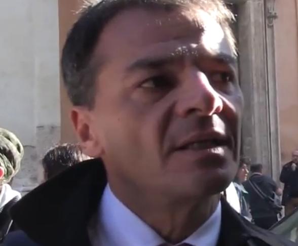 sinistra_italiana_fassina_pd, il deputato stefano fassina durante un'intervista rilasciata in piazza montecitorio