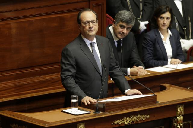 hollande annuncia che la francia è in guerra
