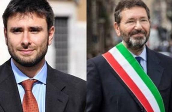 massimo cacciari, roma, di battista, a sinistra foto del deputato del m5s e a destra foto dell'ex sindaco marino con la fascia tricolore