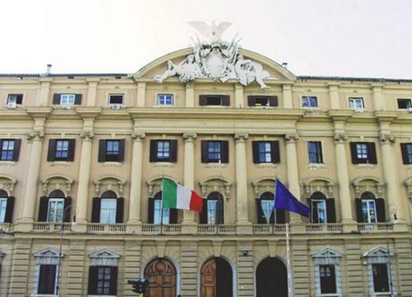 Salvataggio banche, Governo, Bankitalia, immagine della facciata esterna della sede del Ministero delle finanze