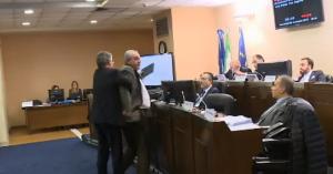 VIDEO Rissa sfiorata durante i lavori del consiglio regionale della Basilicata