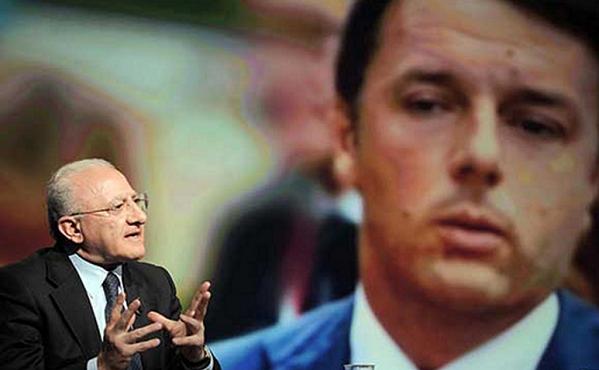 de Luca, Renzi, magistratura, il presidente della regione campania ospite in programma tv ed alle sue spalle una foto del premier