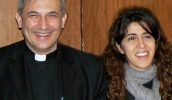 a sinistra una foto di monsignore balda e a destra francesca chaouqui
