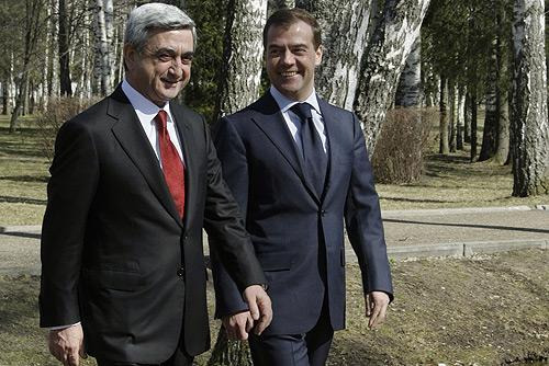 referendum armenia il presidente sergi sargsyan e il premier russo dmitri medvedev