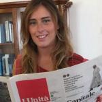 Matteo Renzi, Partito Democratico, Maria Elena Boschi mentre sfoglia una copia del quotidiano L'Unità