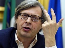 Roma, Sgarbi contro Raggi: �Dovrebbe fare Zelig�