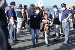 Pacchetto immigrazione: lavori socialmente utili per i richiedenti asilo