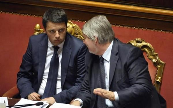 Il Ministro del Lavoro Giuliano Poletti e il premier Matteo Renzi parlano al Senato. L'Inps ha fotografato la situazione dei nuovi contratti di gennaio 2016.