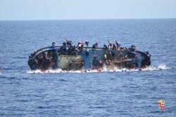 Migranti, si rovescia barcone nel Mediterraneo: 5 le vittime