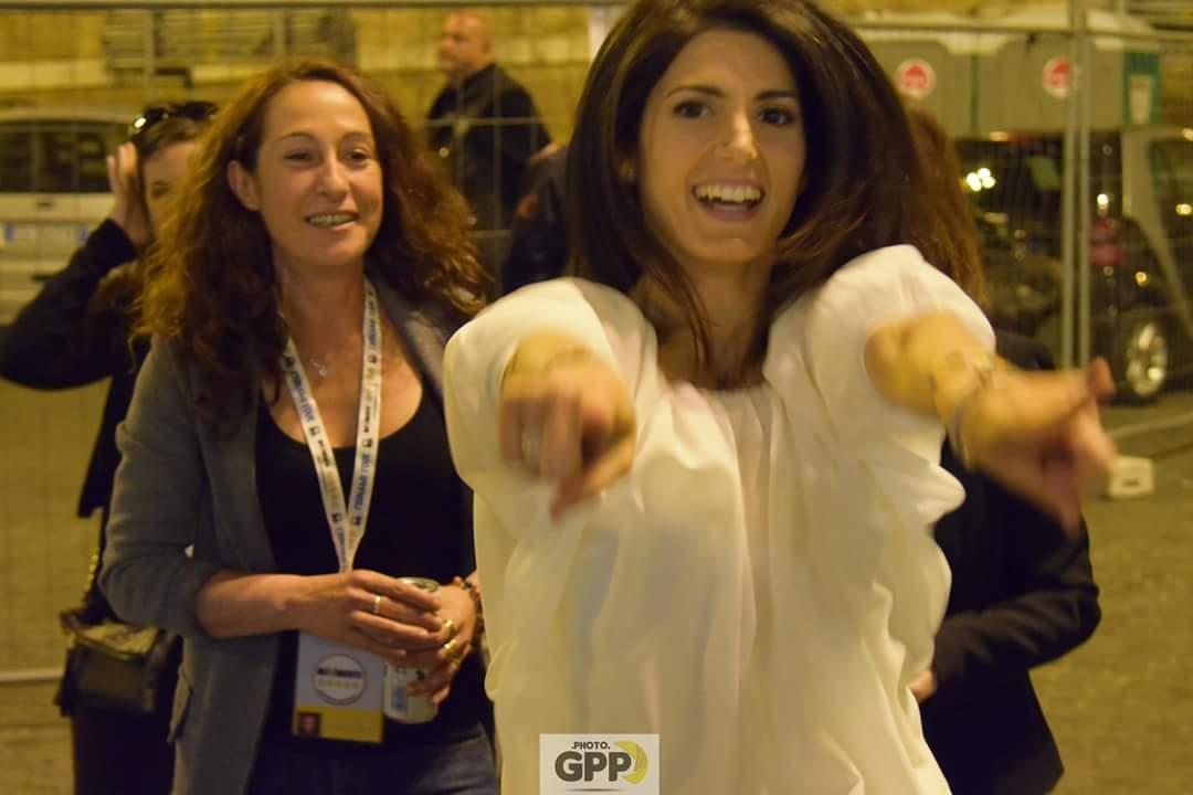 espressione gioiosa di virginia raggi candidati del m5s a roma, risultati elezioni comunali