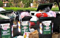 Roma, Raggi alle prese con la guerra dei rifiuti