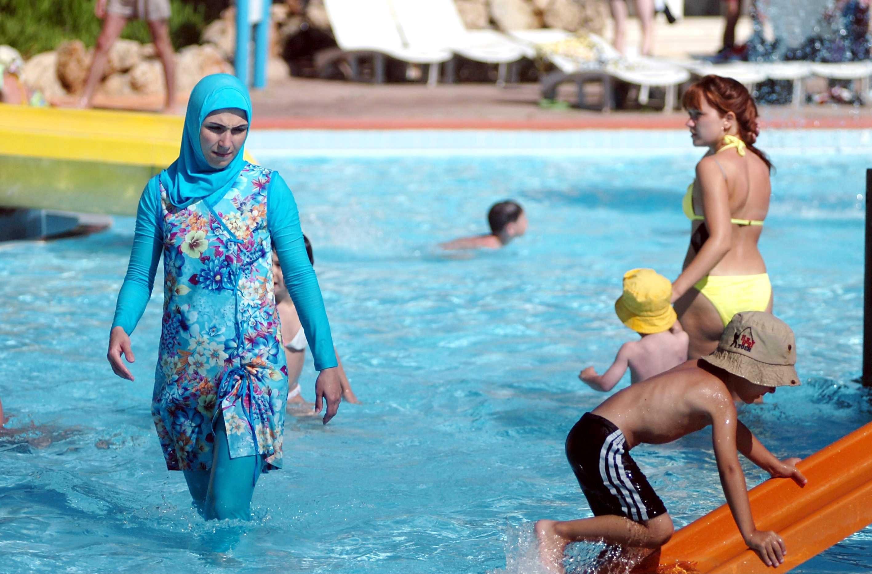 burqini, costume musulmano, francia proibisce burqini