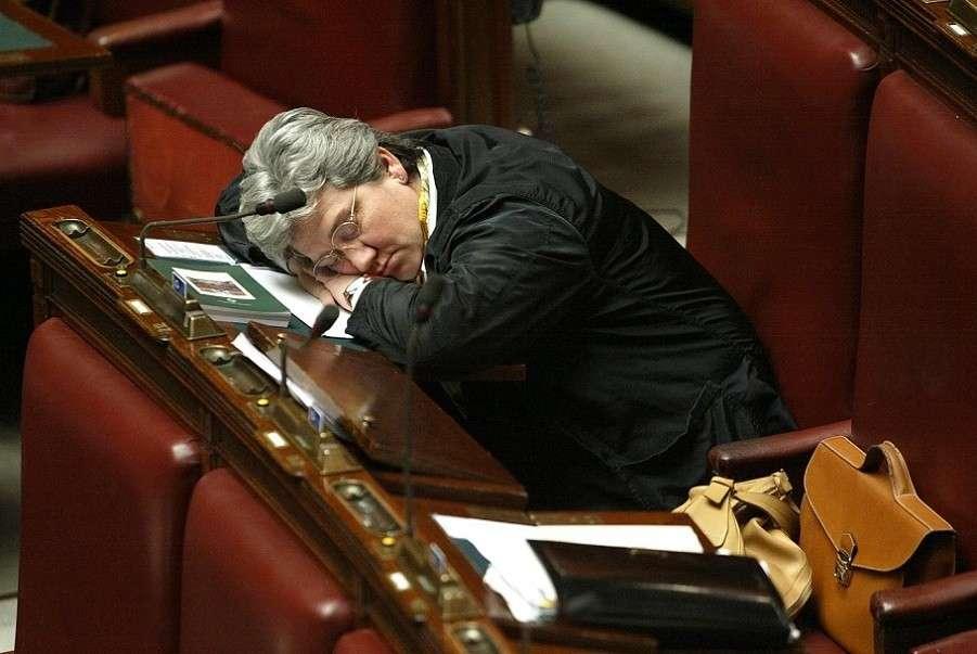 Camera il nuovo codice vieta di riprendere i deputati che for Oggi in parlamento