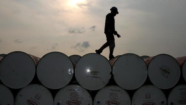 Petrolio: in calo a 48,15 dollari