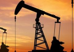 Prezzo petrolio: nuova discesa, scorte in aumento costante