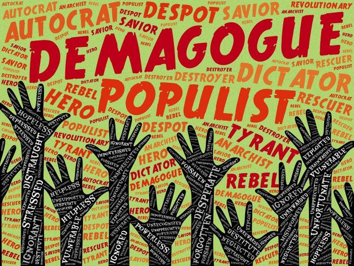 parole in inglese populismo demagogia manifestazione ribellione protesta con mani