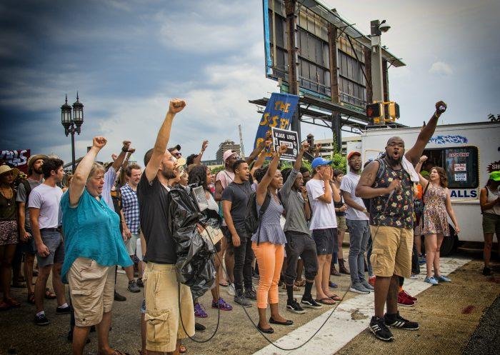 protesta popolo manifestazione populismo persone in piazza