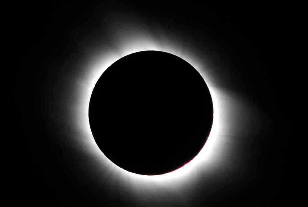 Eclissi solare totale