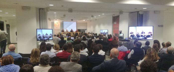 """presentazione del libro di Luigino Bruni """"La felicità non basta. Note a margine del nostro capitalismo"""" a LoppianoLab 2017"""