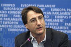 Sondaggi elettorali Sicilia: Fava aggancia Cancelleri al 25%