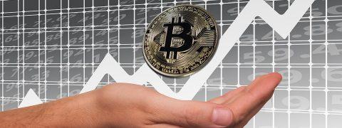 Bitcoin supera i 5600 dollari, ecco perché