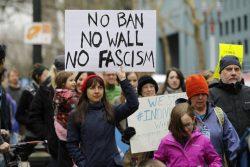 Usa news, immigrazione: giudice blocca il travel ban di Trump