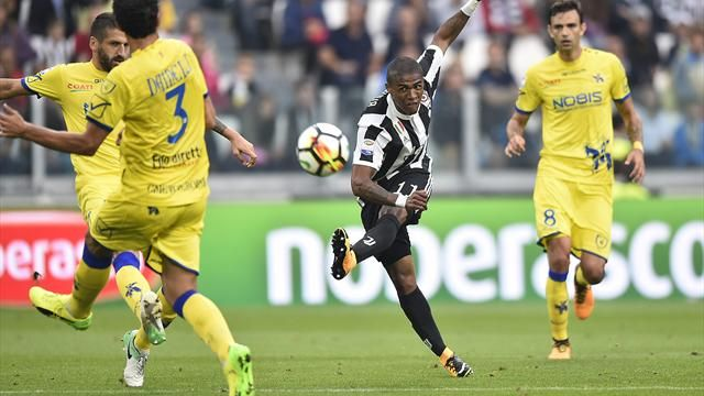 Chievo-Juventus, manette alla Mourinho per Cacciatore: l'arbitro lo espelle