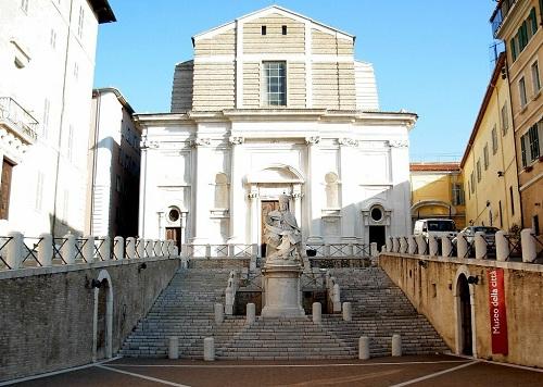 Ancona, bambino di cinque anni muore in casa: interrogato il padre