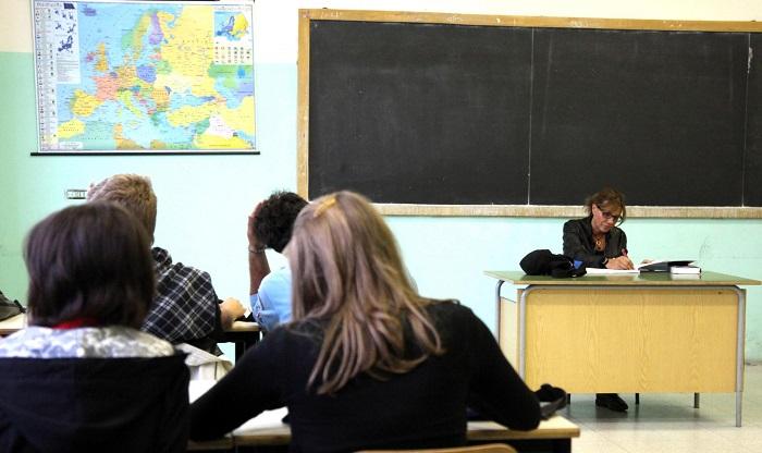 Rinnovo contratto scuola: 15 mila euro in meno per i docenti
