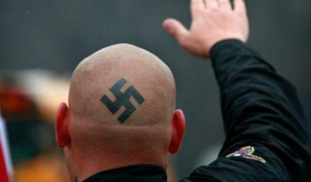 sondaggi politici elettorali naziskin nazismo fascismo