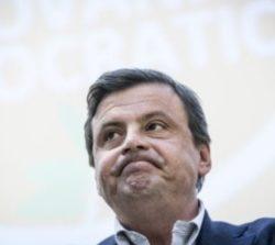 Governo 2018, Emiliano a Calenda 'Vederlo fare bagagli non ha prezzo'