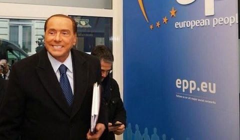 Governo ultime notizie Berlusconi chiede a Mattarella di fare il premier