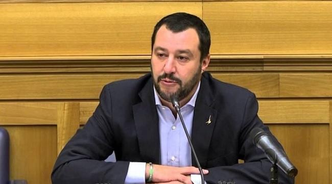 Governo ultime notizie, Salvini attacca Monti sull'arrivo della troika