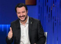 Governo ultime notizie: Salvini attacca dopo le accuse di odio razziale