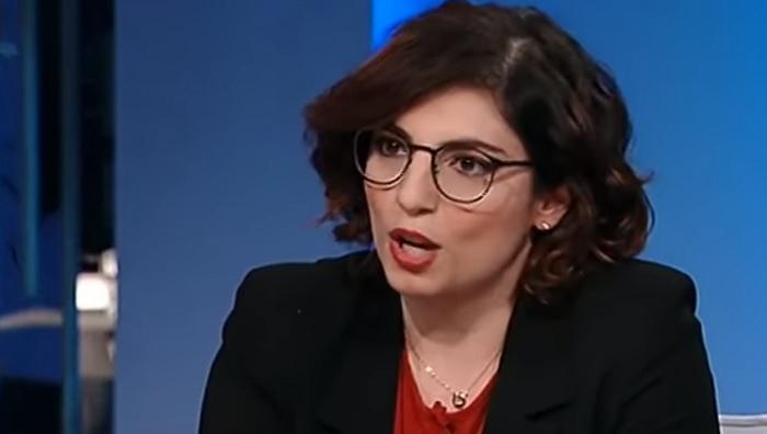 Laura Castelli in difficoltà contro Carlo Cottarelli