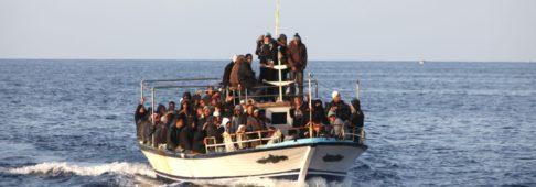 Sondaggi politici Ipsos: per gli italiani l'immigrazione non è una ricchezza