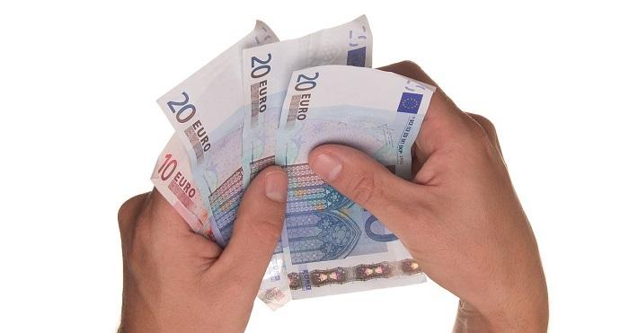 Stop dal 1 luglio alla busta paga in contanti